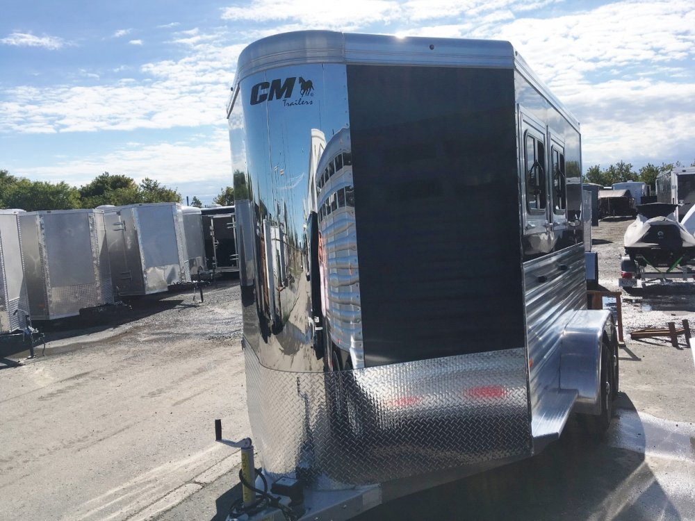 CM Trailers Aluminum 2 Horse Slant BP W/Dress Room & Windows